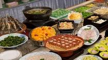 夕食バイキング 秋田コーナーには、サラダ寒天や豆腐カステラなど秋田ならではの味をご賞味ください