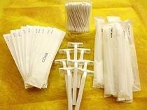 【アメニティ】コーム・ヒゲソリ・綿棒はフロントにご用意しています。歯ブラシはお部屋に置いてあります。