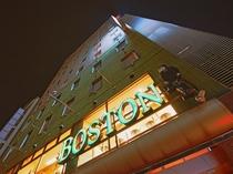 【ボストン夜の顔】カフェやレストランによく間違えられる程、お洒落な雰囲気に早変わり。