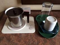 【電磁サーバー(湯沸かし器)】お部屋でお茶、カップ麺、お湯割を!注ぐ際は蓋を押さえて熱湯注意!