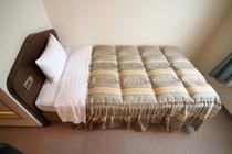 【ベッド幅110㎝】羽毛布団。カプセルとほぼ同料金で個室鍵付き朝食付き!どちらが安心して眠れますか?
