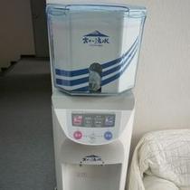 2階共用部には無料のウオーターサーバーがあり、熱湯と冷水が出ます♪