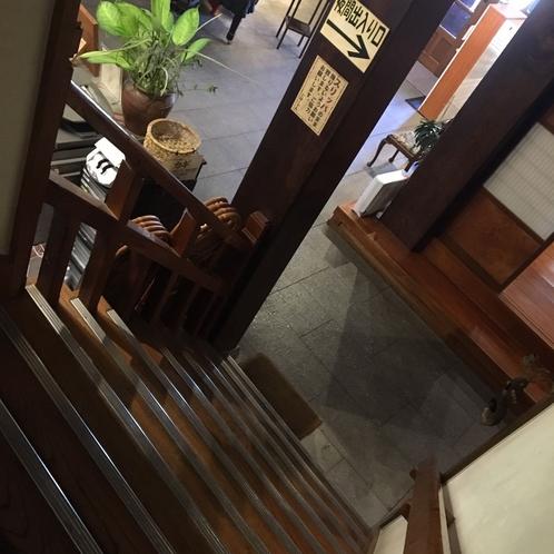 【本館】民芸タイプのお部屋は本館2階にございます。階段をご利用いただきます。