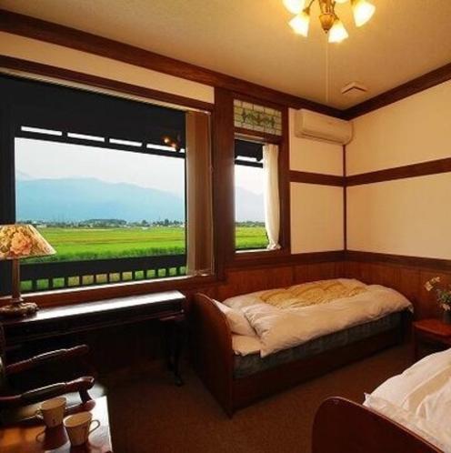 【民芸タイプ】お部屋により造りや窓が写真とは異なりますのでご了承ください