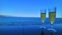 【絶景足湯~静海~】14:30~無料のスパークリングワインをご用意しております。