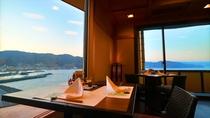 【9階レストラン~蒼海~】窓より相模灘の雄大な景色を見下ろしながら、お食事をお楽しみください