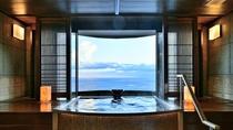 【貸切風呂~薫~】風の薫で1番の人気スポット。天空の扉を開いて絶景をご堪能ください。