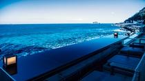 【絶景足湯~静海~】海まで0m、大人気スポットです。
