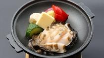 【鮑バター焼き】天然の黒鮑を贅沢にバター焼きに。ふっくらとした食感です