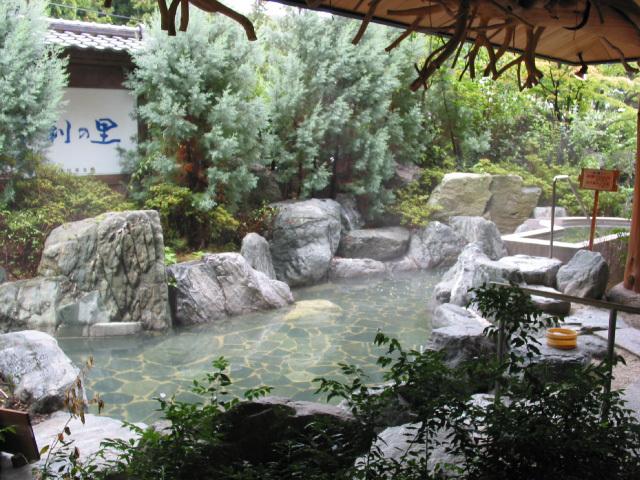 庭園露天風呂(岩風呂)