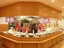 オープンキッチンのレストラン
