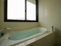 客室バスルームからも開放的な景色をご覧頂けます!