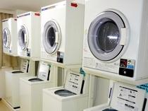 【コインランドリー 】4F ・洗濯機(洗剤は自動投入)200円・乾燥機30分100円★各4台づつ設置