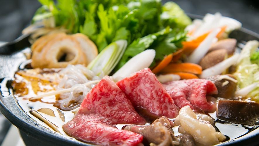 ■夕食イメージ■【すき焼き】割り下の甘辛さと料理長厳選の国産黒毛和牛の甘みが絶妙な組み合わせ