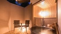 ■別邸月白■半露天風呂■ゆったりとした大きな陶器製の浴槽。