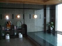 女性大浴場、14階なので夜景もキレイです☆