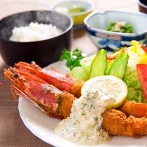 ■名古屋名物の「エビフライ」■お皿からはみ出そうな程の大海老を頬張る幸せ♪