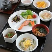 朝食(和食盛り付け)