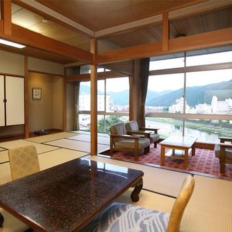 飛騨川と鉄橋・日本庭園を望む家族客室15畳