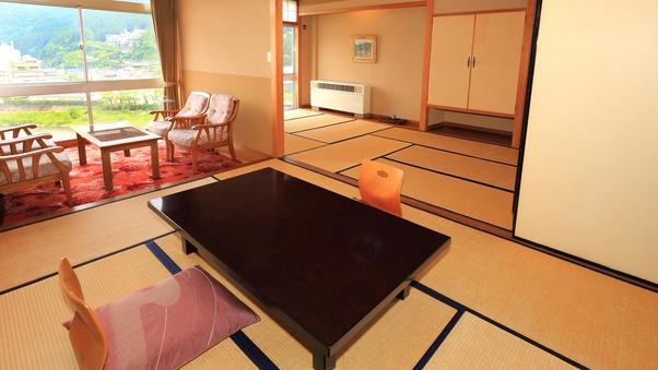 飛騨川や山々など景色を楽しむ最上階和室