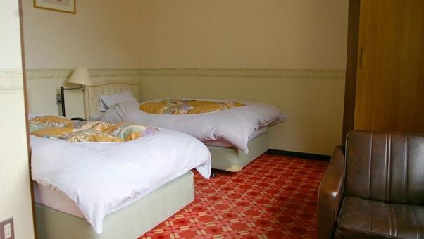 ツインベッド洋室(山側)