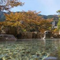 秋の男性露天風呂