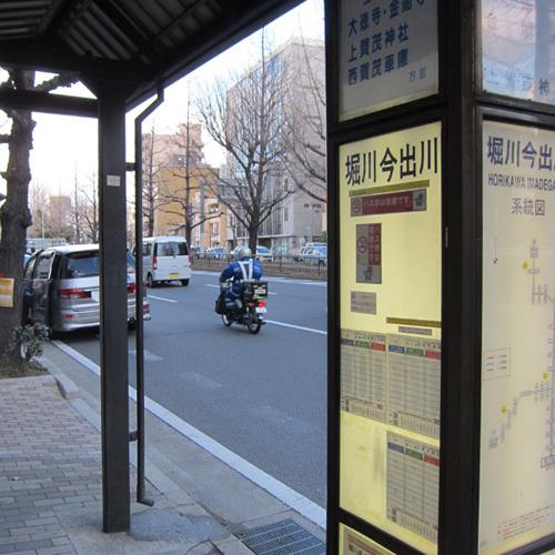 ●バス停もすぐそこ