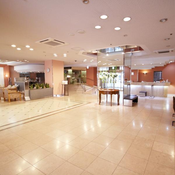 ホテル ロビーとフロント