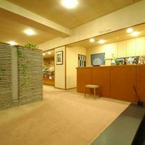 *【フロント】いらっしゃいませ。落ち着いた日本旅館でごゆっくりとお寛ぎ下さい