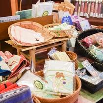 *【売店】富士山をモチーフにした雑貨や静岡のお茶など取り揃えています