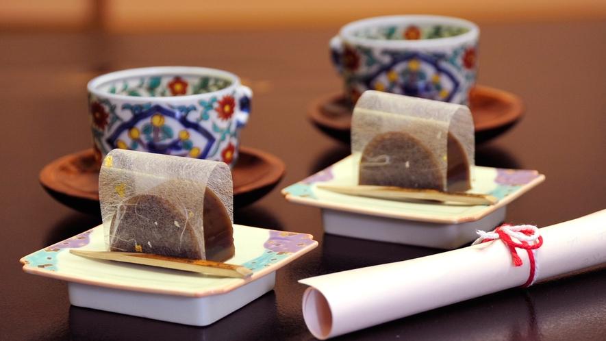 **【お茶請け】静岡茶と女将手作りの羊羹。心からのおもてなしで、お客様をお出迎え致します
