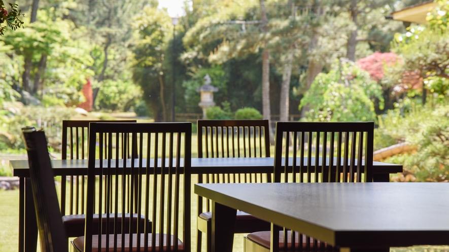 **【食事処一例】のんびりと庭園を眺めるお食事処(指定不可)