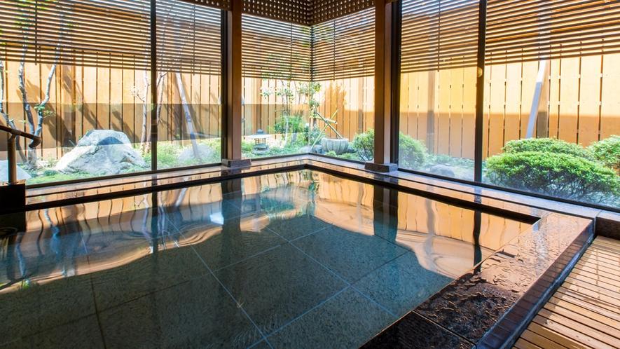 **【大浴場】興津川の清流ならではの、ミネラルたっぷりの柔らかな湯触りをお楽しみください