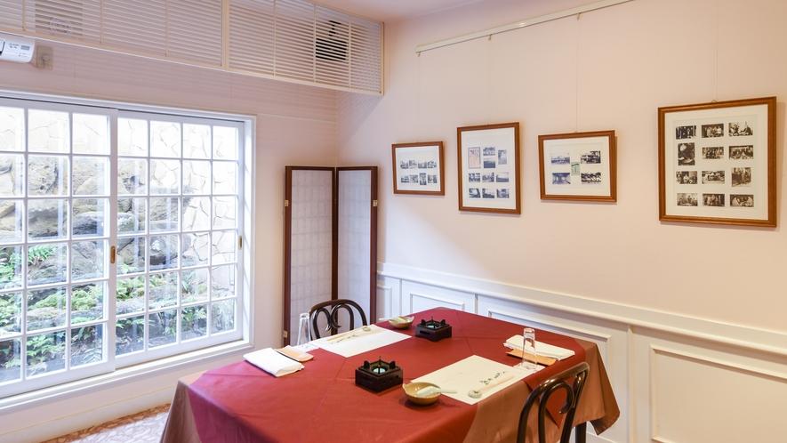**【個室食事処一例】昭和名優の写真を展示したラウンジの場合もございます(指定不可)