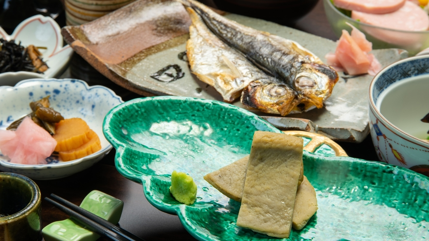 **【一例/黒はんぺん】青魚を余さずすり身にしているので栄養満点。優しい甘さが旨味を引き立てます