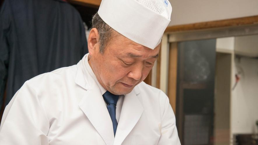**【料理長】「日本食普及の親善大使」としてもその見識と力量を認められた正田秀之が指揮を執ります