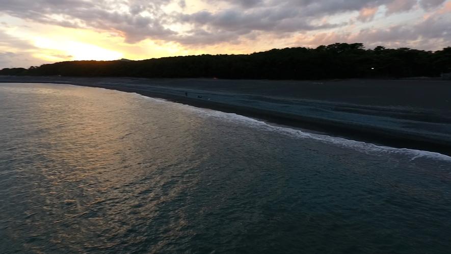 **【周辺/三保松原】松林に沈む夕陽、一瞬のたそがれと静かなひと時