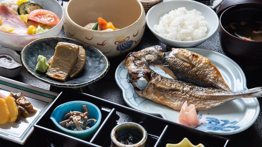 *【朝食一例】優しい味わいの煮物や焼き魚を始めとした献立で、朝からしっかりと召し上がっていただけます