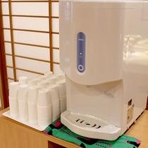大浴場の冷水機…お風呂から上がったら水分補給。冷水機をご自由にお使いください