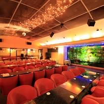 カラオケサロン『オーロラ』…毎日20時~営業。夕食後にお酒と一緒にカラオケをお楽しみください