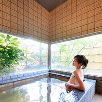 貸切家族風呂…源泉掛け流しでピュアな温泉をお楽しみください(有料)