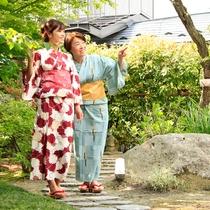 フロントロビー中庭…自然が溢れる中庭。中でも、春~夏には美しい緑が目と心を楽しませてくれます。