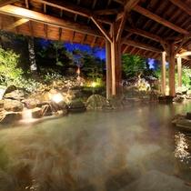 大浴場『神嘗の湯』…夜は程よい明るさで幻想的な雰囲気を演出します