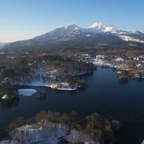雪解けの頃の小野川湖...磐梯山と青空も綺麗です