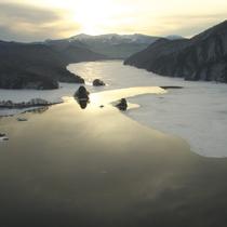 3月の秋元湖...氷が解けて春が近づいています