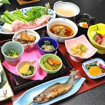 *【山菜プラン料理】地元の山菜を様々な調理法でご提供。5〜6月限定で山菜しゃぶしゃぶも登場!