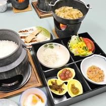 *【朝食(一例)】目の前で炊きあがるご飯は絶品!できたての味と風味をお楽しみください。