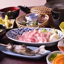 *【夕食(一例)】地元の新鮮な山の幸を活かした田舎料理。