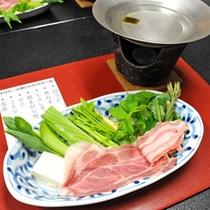 *【山菜しゃぶしゃぶ】新鮮な山菜を湯がいて食す5〜6月限定料理!風味を楽しみたいなら湯通しは軽めに。