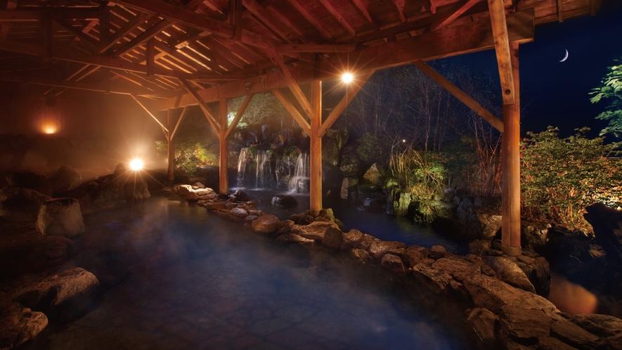 露天風呂(夕暮れ) さらりとした湯は肌に優しく、心地よい高原の風が頬をなでる至福のひととき